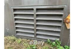 Ancien Sous-station De L'électricité En Fibre De Verre Transformateur De Logement Jardin Garage Shed