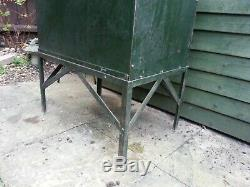 Vintage Industriel Lourd En Acier Cabinet Magasin Sur Le Stand Old Garage Trouver