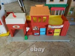 Vtg Fisher Price Little People Sesame Street Hooper Store Garage De Village Aéroport